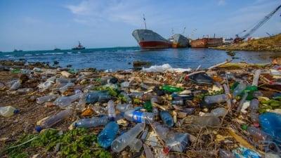 Пластмасовите отпадъци в океана ще са повече от рибата до 2050 г.