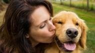 Целуване на домашния любимец