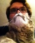Куче или котка като брада е най-новата мода при снимките с животни