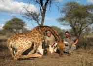 Стоичков отстрелва редки животни в Африка и позира с труповете им