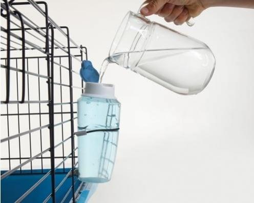 Луксозна бутилка за вода за малки животни от Savic, Белгия