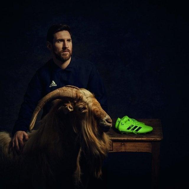 Меси взриви интернет с невероятна фотосесия с кози