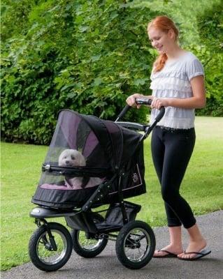 Бебе в количка