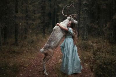 Модел с елен
