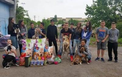 Ученици- дарение на животни