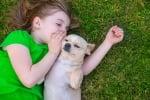 Дете с кученце