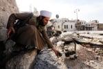 Арабски войник с коте