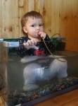 Бебе в аквариум