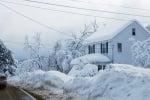 Блокирана къща в снега
