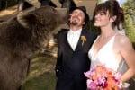 Брут е кум на сватбата на Кейси и съпругата му