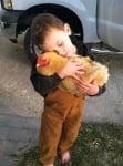Дете гушка кокошка