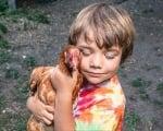 Да прегърнеш кокошка