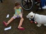 Детенце без крака с куче без лапа
