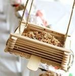 Хранилка за птици от сладоледени клечки