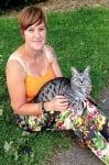 Котката Симба заедно със стопанката си Каролин