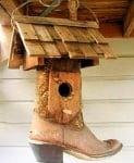 Къщичка за птици от стар ботуш