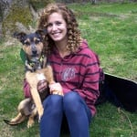 Линдзи Джакобелис с осиновеното си куче