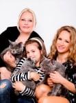 Лора Караджова с котка