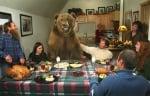 Мечокът Брут на вечеря с хората