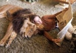 Мелани Грифит живее с огромен лъв на име Нил