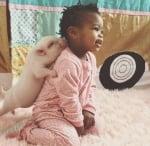Момиче и прасе