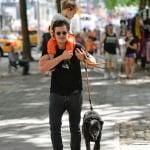 Орландо Блум с кучето си