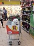 Пазаруване в супермаркет с куче