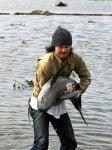 Японец спасява делфин