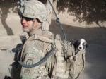 Войник с кученце