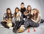Златните момичета с кученца за осиновяване